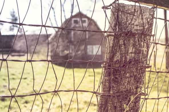 countryside-house-farm-fence.jpg